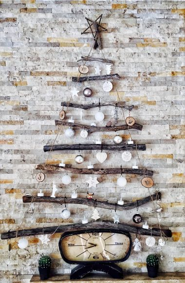 photo-of-decorations-on-the-wall-732917